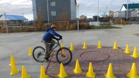 Фигурное вождение на велосипедах
